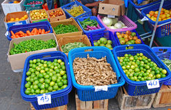 Frischgemüse-Erzeugnis im lokalen Markt Lizenzfreies Stockfoto