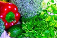 Frischgemüse für Salat lizenzfreie stockfotos