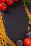 Frischgemüse, Früchte und Spaghettis Stockbilder