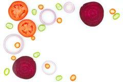 Frischgemüse: rote Zwiebel, Paprikapfeffer, Gurke, rote Rübe und p lizenzfreie stockfotos