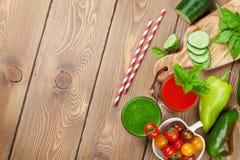 Frischgemüse Smoothie Tomate und Gurke Lizenzfreie Stockbilder