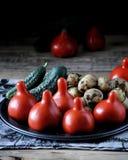 Frischgemüse - Tomaten, Kartoffeln und Gurken stockfotografie