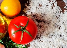 Frischgemüse und roher Reis Stockbild