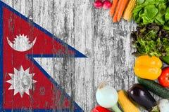 Frischgemüse von Nepal auf Tabelle Kochen des Konzeptes auf h?lzernem Flaggenhintergrund lizenzfreie stockfotografie