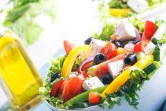 Frischgemüsesalat (griechischer Salat) Stockbilder