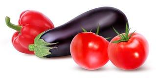 Frischgemüsetomate, -auberginen und -pfeffer lokalisiert auf Weiß Stockbilder