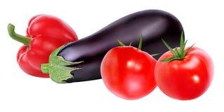 Frischgemüsetomate, -auberginen und -pfeffer lokalisiert auf Weiß Stockfotos