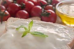 Frischkäse auf Brot Lizenzfreie Stockfotografie