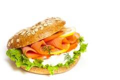 Frischkäse- und Lachsbagel Lizenzfreies Stockfoto