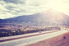 Frisco som ses från mellanstatlig huvudväg 70, Colorado, USA Royaltyfria Foton