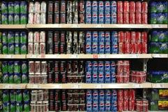 Frisdranken en Dranken in Supermarkt royalty-vrije stock afbeeldingen