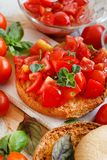 Frisella temperado com tomates e ervas Imagem de Stock Royalty Free