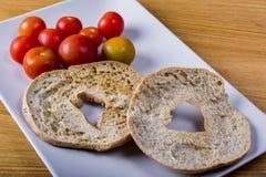 Friselle και ντομάτες Στοκ φωτογραφία με δικαίωμα ελεύθερης χρήσης