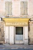 Friseur - alter Shop - Provence Lizenzfreie Stockfotos