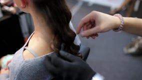 Friseur in der Arbeit stock video footage