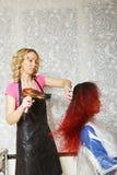 Friseur Drying Hair Lizenzfreie Stockfotografie