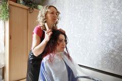 Friseur und Kunde Lizenzfreies Stockfoto