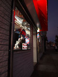 Friseursalon nachts Lizenzfreies Stockfoto