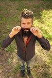 Friseursalon Schönes Brunette-Mädchen mit Frisur und bilden lokalisiert auf weißem Hintergrund Draufsicht des Mannes mit Bart Stockfotografie