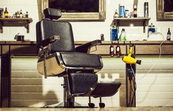 Friseursalonlehnsessel, moderner Friseur und Friseursalon, Friseursalon für Männer Stilvolle Weinlese Barber Chair Friseursalon lizenzfreies stockbild