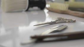 Friseursalonwerkzeuge in der Nahaufnahme stock footage