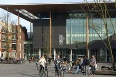 Frisianmuseum och stadsliv på fyrkant Royaltyfri Fotografi