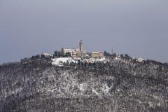 Fristad av kyrkan på den Sveta goraen (MonteSanto), Slovenien Royaltyfria Bilder