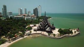 Fristaden för den flyg- sikten av sanning är gigantisk träkonstruktion i Pattaya, Thailand arkivfilmer