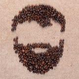 Frisyr och skägg som göras av kaffebönor på kryssfanerskottslut upp arkivbild