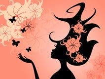 Frisyrstil betyder den unga kvinnan och flora Royaltyfria Foton