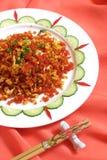 frita o ovo com os vegetais no vermelho Foto de Stock