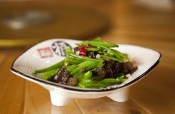 Fritada china del Stir de Snowpea y de la seta Fotos de archivo libres de regalías