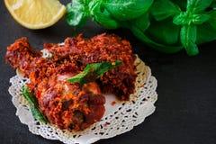 Fritada india auténtica del pollo con las especias, la hoja del curry y el coco Fotografía de archivo