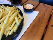 Fritadas da batata do fast food com molho imagem de stock royalty free