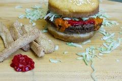 Fritadas do cheeseburger e da maçã do impostor da sobremesa Fotografia de Stock Royalty Free