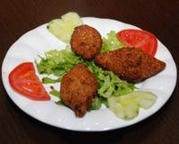 Fritadas médias do kubba do prato da culinária de easter imagens de stock