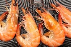 Fritando camarões Foto de Stock
