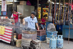 Fritando a castanha, rua de Petaling, Kuala Lumpur, Malásia Fotos de Stock