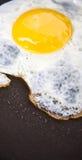 Fritando um ovo III Imagem de Stock