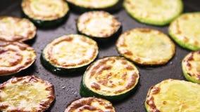 Fritando vegetais para um guacamole com receita dos vegies filme