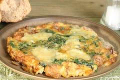 Fritata de fromage et d'épinards Image stock