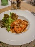Friterade räkor med tamarindfruktsås, thailändsk mat, restaurang Royaltyfria Foton