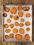 Frites d'or rustiques de patate douce Photos stock