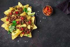 Frites de Nachos et boeuf haché image stock