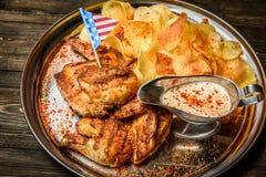 Frites et viande de poulet Photographie stock libre de droits