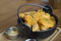 Frites ou pommes frites sur la table Images libres de droits