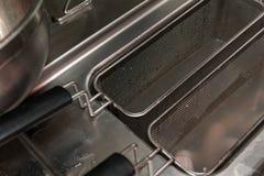 Friteuse profonde dans la cuisine de restaurant Photos stock