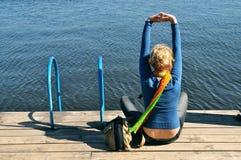Fritid yoga, kopplar av Arkivfoto