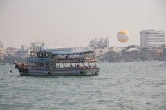 Fritids- fartyg i Pattaya Royaltyfri Bild