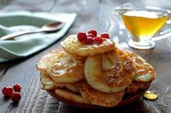 fritos do Russo-estilo no fundo de madeira escuro Fotos de Stock Royalty Free